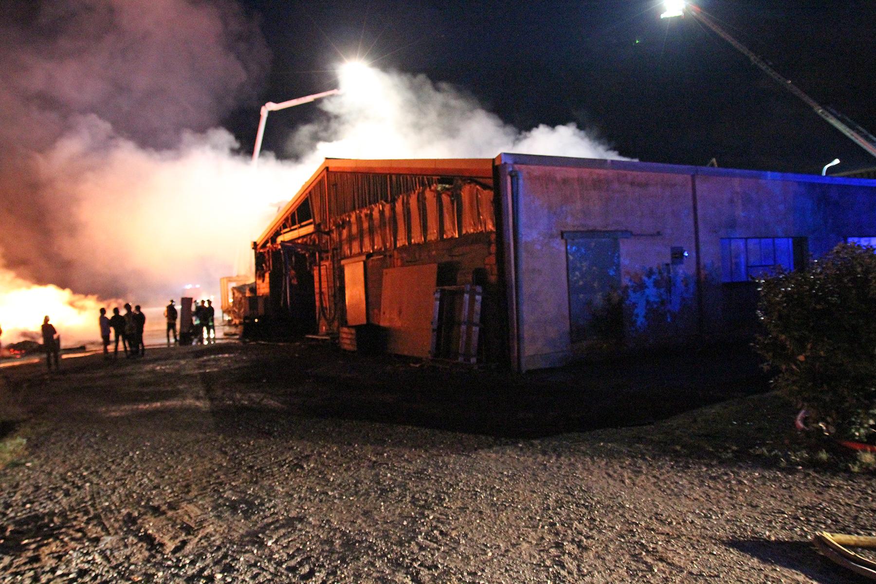 Feu de bâtiment agricole à Montdragon : 70 sapeurs-pompiers engagés