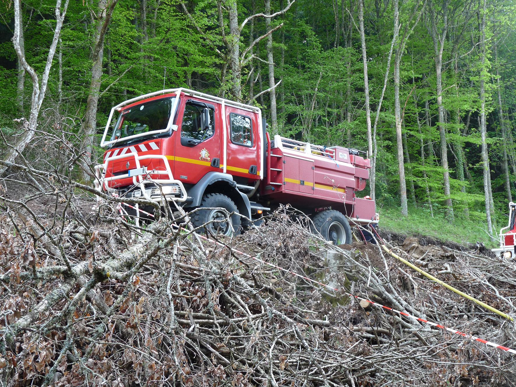 Manoeuvre interdépartementale feu de forêt sur la commune de Nages