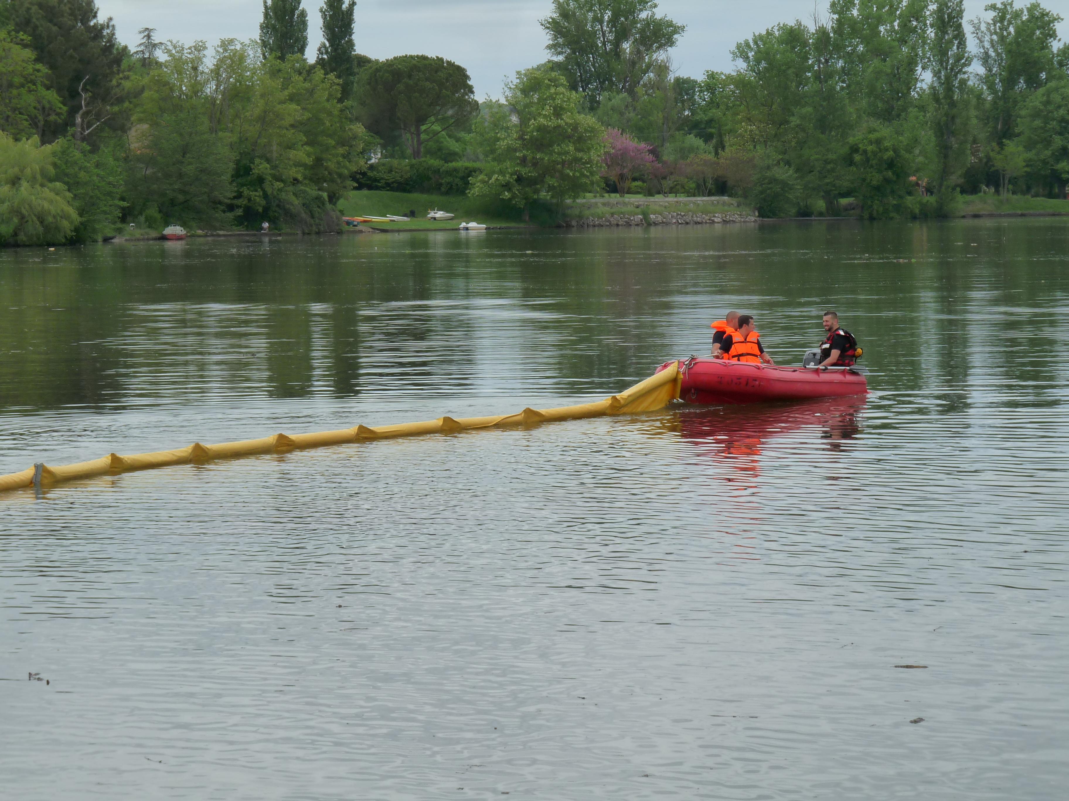 Pollution d'hydrocarbure sur la rivière Tarn