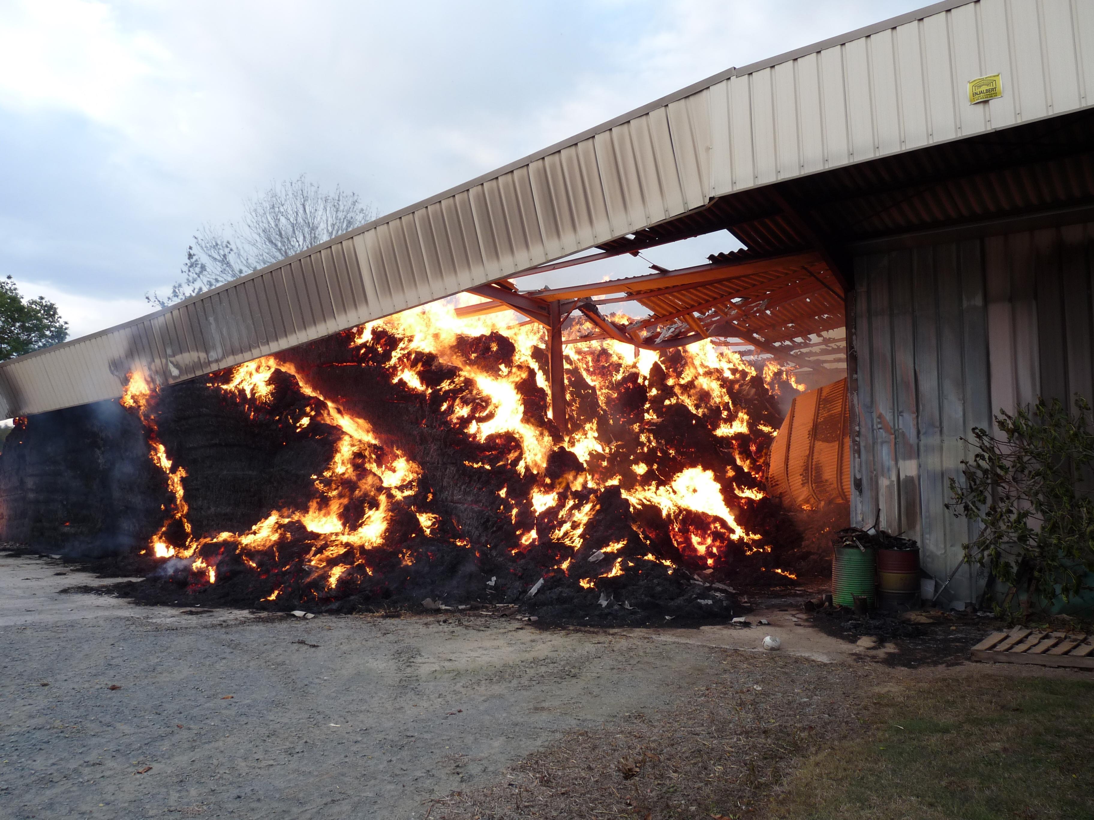 Feu de hangar agricole sur la commune de Saint-Julien-du-Puy