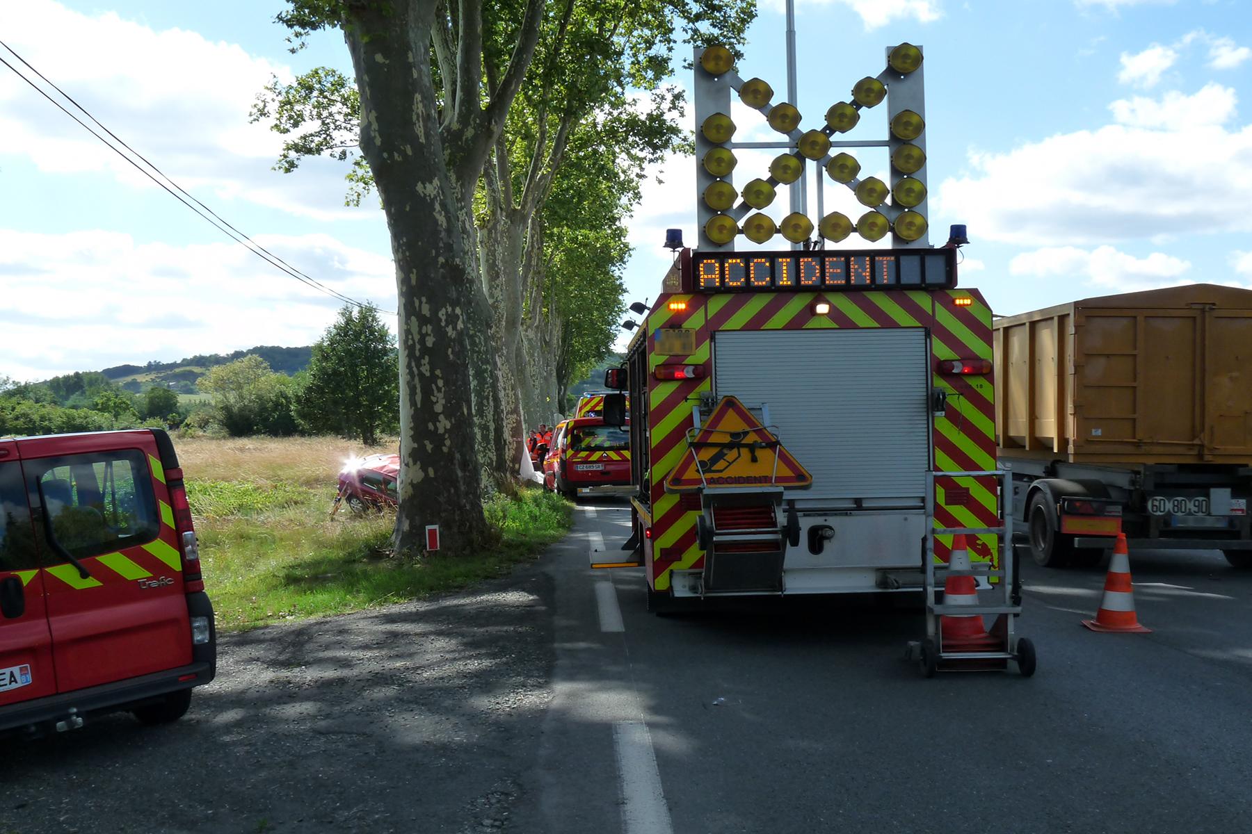 Violent accident d'une voiture contre un platane à Gaillac