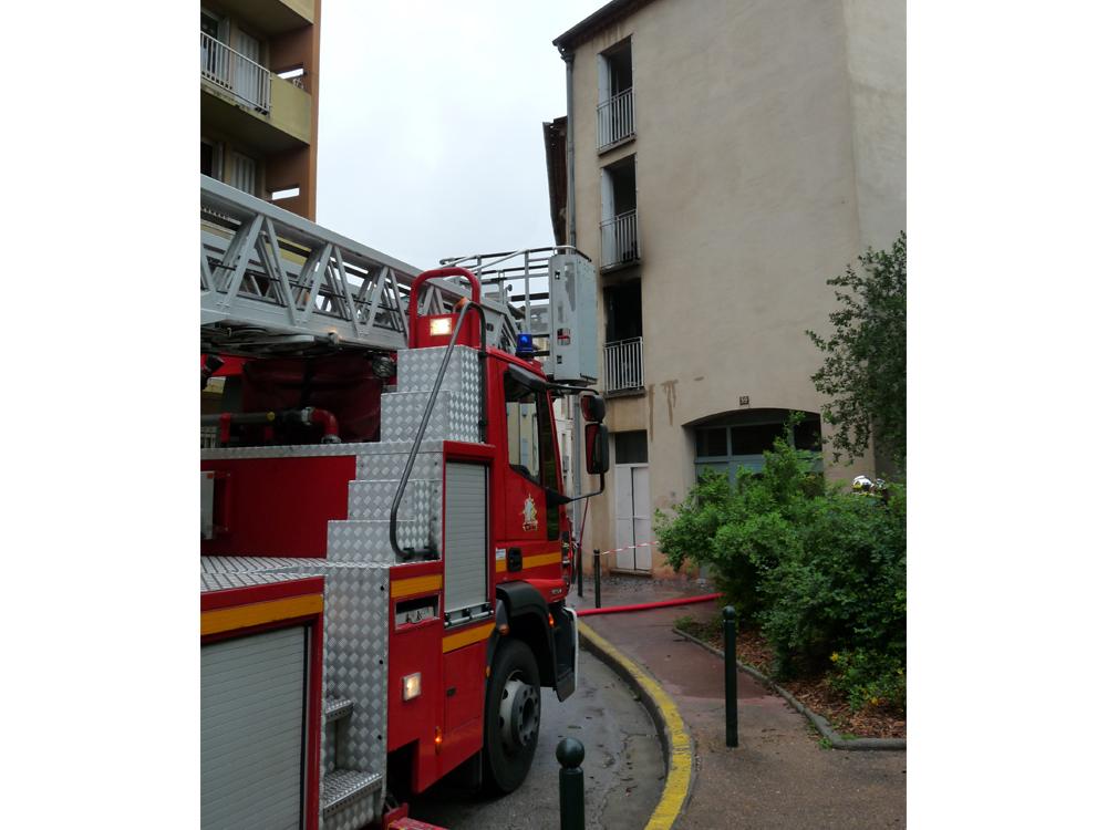 Sauvetage de 5 personnes lors d'un feu d'appartement sur la commune de Castres