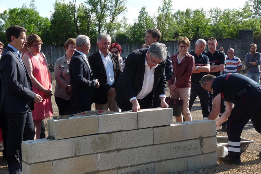 Pose de la première pierre du futur centre de secours de Carmaux