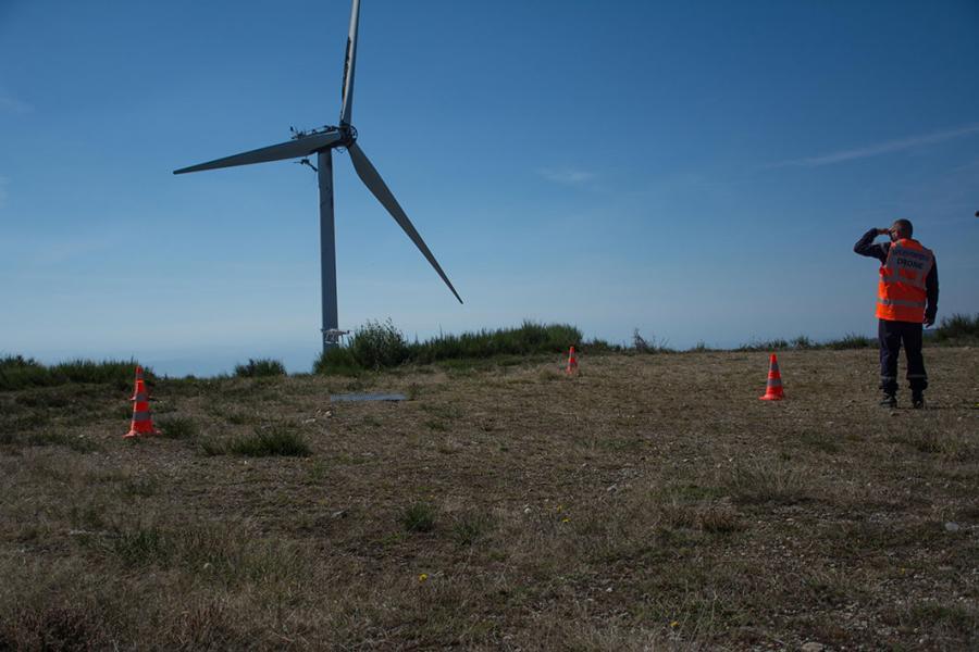 Feu d'éolienne qui se propage à la végétation sur la commune de Sauveterre