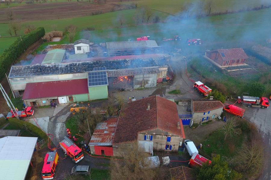 Feu de hangar agricole sur la commune de Dénat
