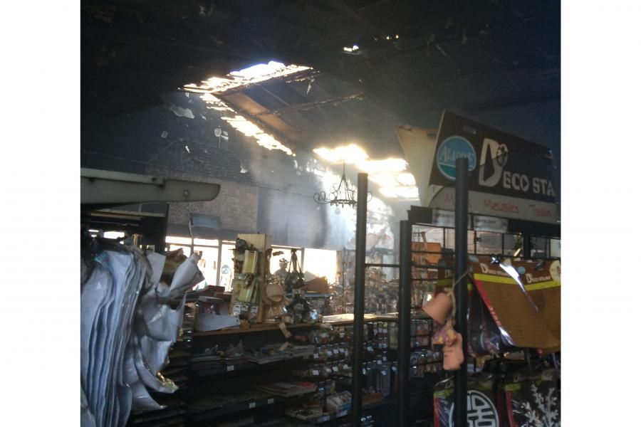 Feu de magasin sur la commune de Puygouzon