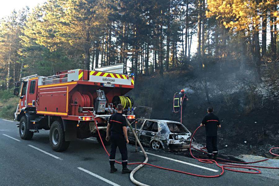 2 trackers interviennent sur un feu à Escroux