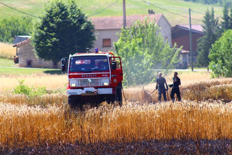 Feu de récolte sur la commune de Carlus