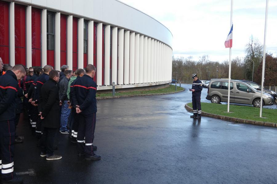 Minute de silence observée en hommage aux 3 sapeurs-pompiers décédés