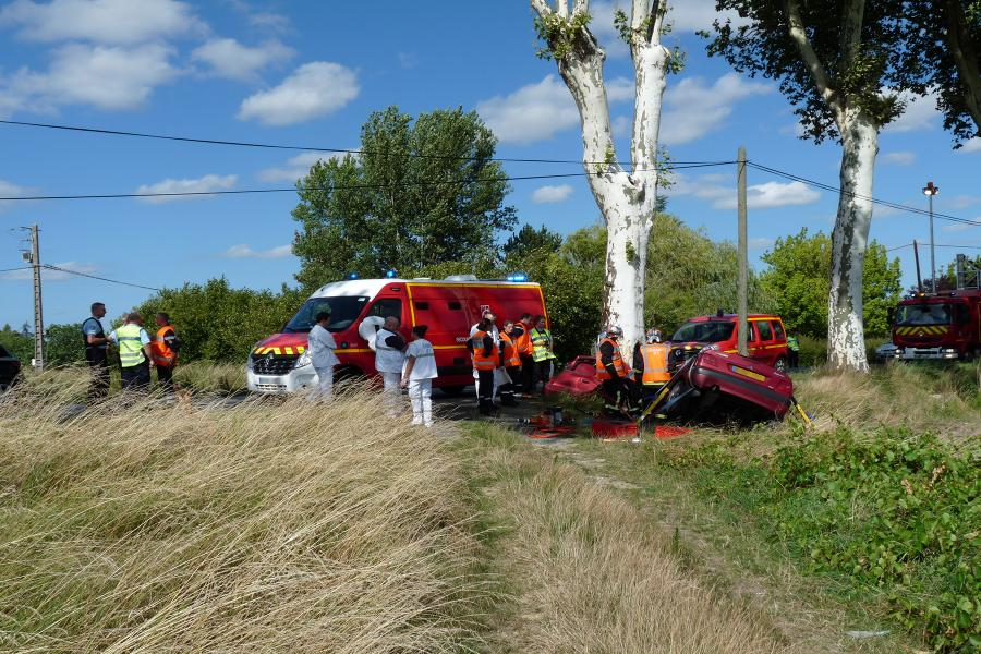 Violent accident d'une voiture contre un platane à Gaillac