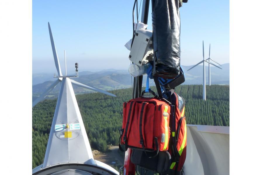 Exercice de secours à personne sur une éolienne