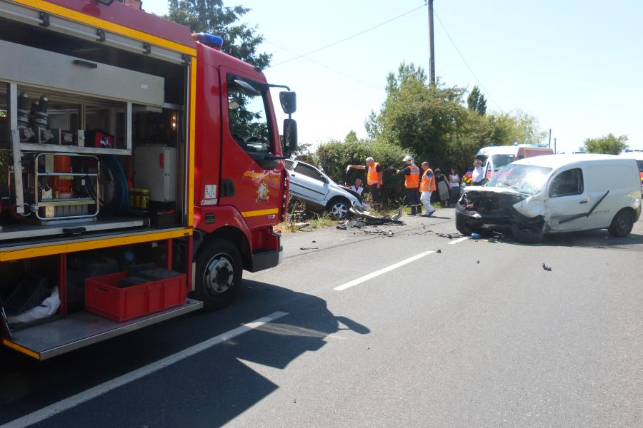 Accident de la circulation entre trois véhicules sur la commune d'Arthès