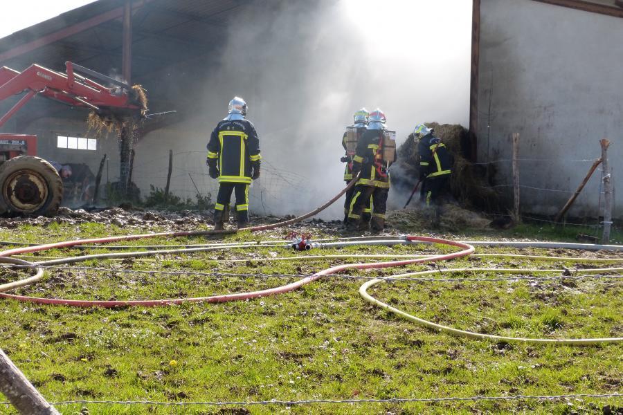 Feu de hangar agricole sur la commune de Mouzieys-Panens
